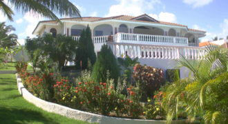 Private Recidence with spectacular ocean view, financing possible!