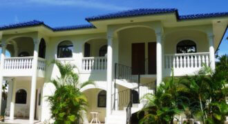 Villa with 6 apart. next to the Sosua Beach with ocean view