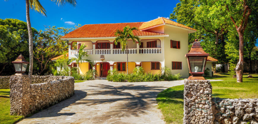 2 story villa with 4 bedrooms