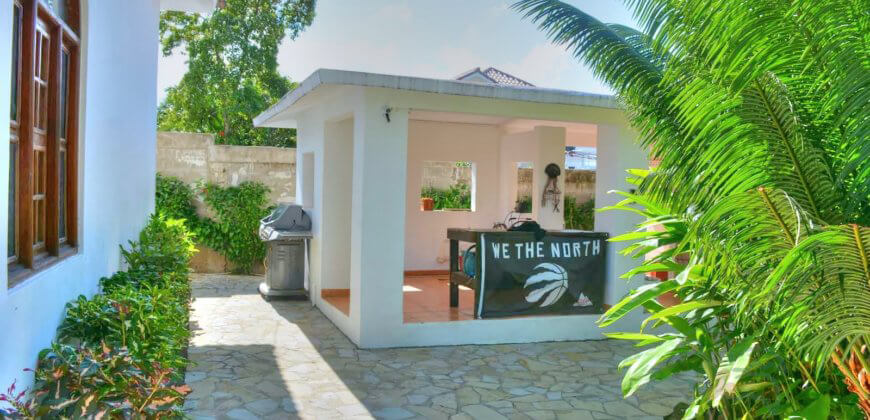 Tropical mansion with 6 bedrooms in gated community, Sosua